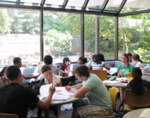 students studying with peer mentors
